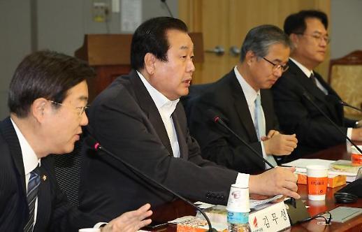 다시 등장한 계파정치 수장들…김무성·서청원 갈등 노출