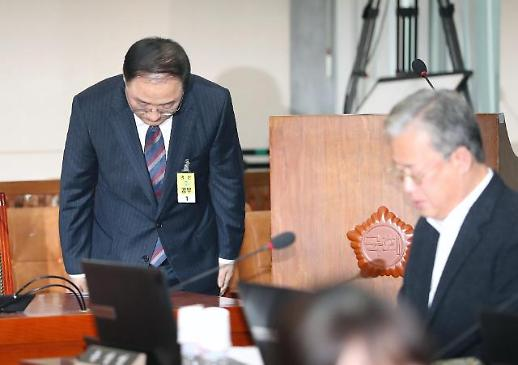 바통터치 한국경제팀, 홍남기 號 공식 출범...단기일자리 악몽 떨쳐내야