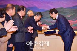 광주시 범시민사회단체 완성차 공장 유치서명부 전달
