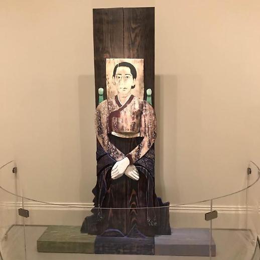 윤석남 작가 어머니 초상,미국 스미스소니언 박물관 세계의 초상화들: 한국 전시에 걸려