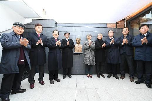 이상의 집 재개관…동상 공개