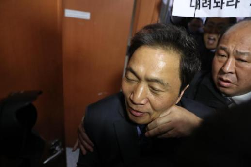 [WHO] 상임위원장 먹튀, 철새 논란…이학재 자유한국당 의원