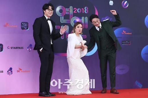 [포토] 성시경-김숙-이휘재 배틀트립 팀도 왔어요~ (KBS 연예대상)