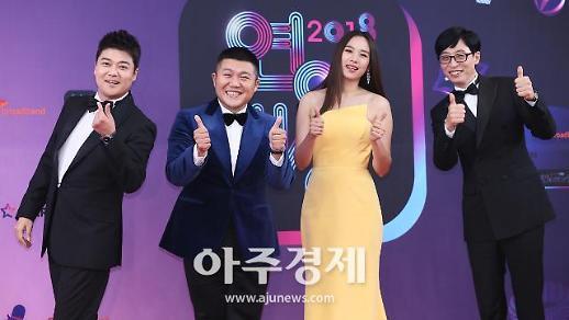 [포토] 전현무-조세호-조윤희-유재석, 해피투게더 팀도 왔어요~ (KBS 연예대상)