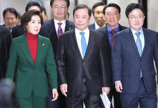 靑 민간인 사찰·쟁점법안 어깃장…투트랙 공세나선 나경원