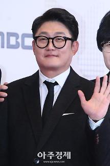 [포토] 김현철, 복면가왕 대표로 왔어요~ (2018 MBC 방송연예대상)