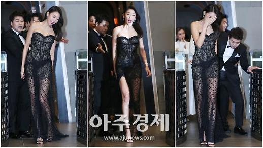 [영상] 움짤로 보는 한혜진 드레스 밟은 전현무, 레드카펫서도 미친 예능감 폭발