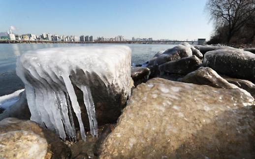 세밑 한파 한강 꽁꽁, 서울 한파특보 해제에도 얼어붙어
