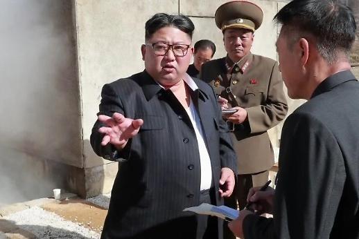 완전한 비핵화 처음 언급…김정은 두 손에 평화와 경제 들었다
