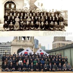 [중국포토]상하이 총영사관, 김구·안창호 섰던 곳에서 기념촬영