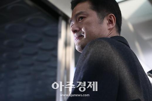[포토] 뒤돌아보는 김태우 수사관