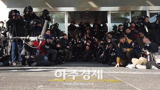 [영상] 검찰 포토라인 1인칭 시점, 김태우 수사관 검찰 출석 현장