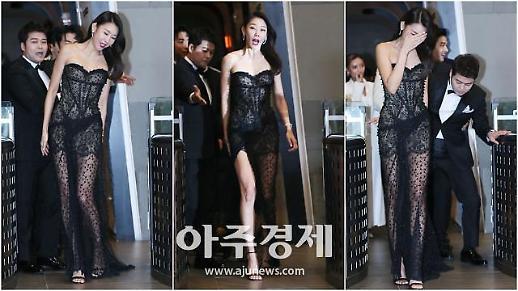 [영상] 지난해 레전드 움짤, 한혜진 드레스 밟은 전현무, 일상도 예능감 폭발