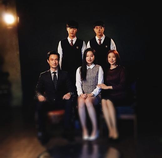 SKY 캐슬 윤세아, 실제 같은 가족사진 공개…가만 보니 닮았네~