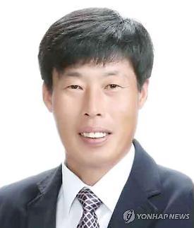 안경 부러지고 피나…박종철 예천군의회 부의장 가이드 폭행 전말