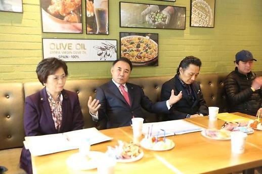 '내우외환' BBQ, 곪은 상처 터졌나…경쟁사 직원 회유 의혹에 경찰조사
