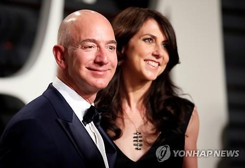 세계 최대 갑부 아마존 베이조스 CEO 이혼…위자료에 쏠린 눈