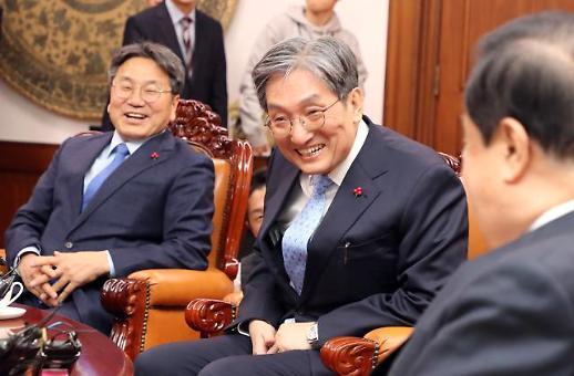 """노영민 비서실장, 문희상 의장 만나 """"靑보다 국회가 고향 같아"""""""