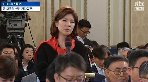 이언주 김예령 기자, 날카로운 핵심 찌르기…文, 경제는 바보에 가까워