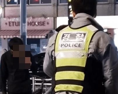 [포토] 암사역에서 친구에 칼부림…10대 현행범 체포
