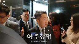 [포토] 박정원 두산그룹 회장, 굳은 얼굴로 청와대행