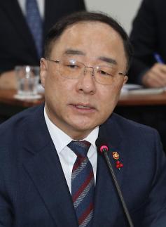 홍남기 부총리 고용산업위기 지역에 900억 지원 문 대통령에 보고