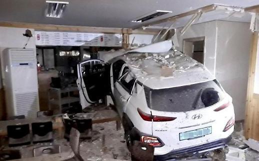 제주 인제사거리 사고, 전기차 SUV 식당으로 돌진…사고 원인은?