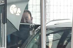 [중국포토] 미국 워싱턴 가기 앞서 베이징 공항 도착한 북한 김영철