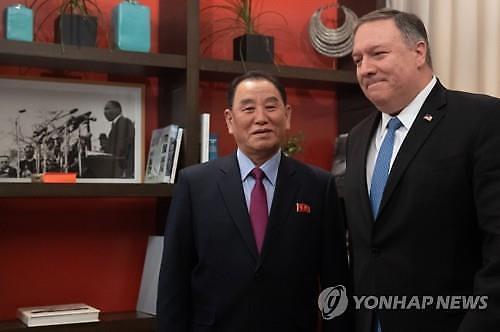 [글로벌포토] 폼페이오-김영철 기념사진 속 액자…눈길 가는 이유