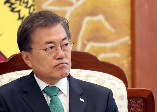 [문재인 대통령 지지율] 손혜원 논란에 떠나는 중도층 vs 결집하는 지지층