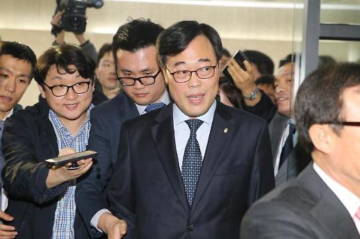 김기식 전 금감원장, 피감기관 외유 무혐의···셀프 후원은 벌금 300만원