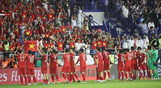 [아시안컵] 베트남, 일본 VAR 판정에 패…현지 반응은? 박항서 감독·선수들 자랑스럽다