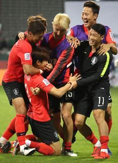 한국, 아시안컵 8강 카타르전 빨간색 유니폼으로 압도