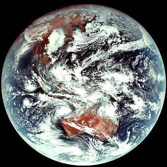 천리안위성 2A호가 관측한 지구 모습은?