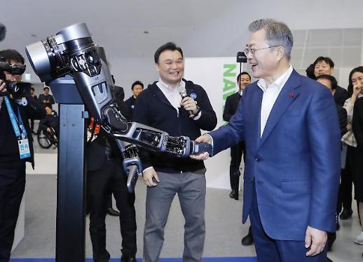 문 대통령, CES출시 혁신제품 체험…4차산업혁명시대 선도 자신감을 보여