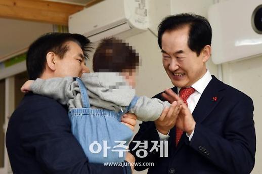 [포토] 아동복지지설 위문 방문한 안병용 의정부시장