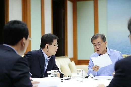 김경수 법정구속…문재인 대통령 지지율 위기 봉착