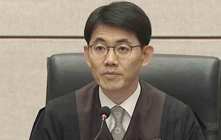 [포토] 김경수 구속한 성창호 판사는...