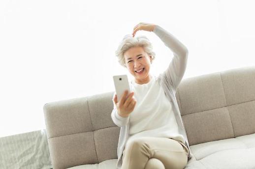 스마트폰 보유율 90% 육박…60대도 10명 중 8명 스마트폰 쓴다