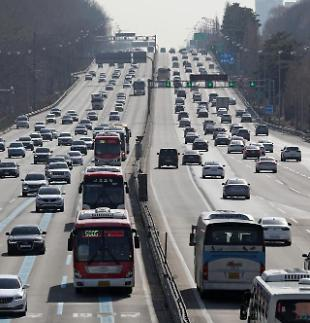 """고속도로 일부 구간서 정체 시작…""""오후 4시 절정"""""""