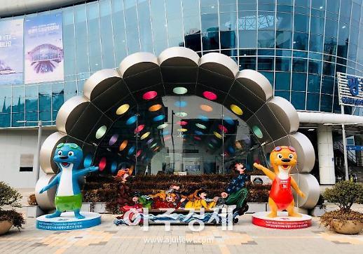 수리와 달이 조형물 서울역에 세운다