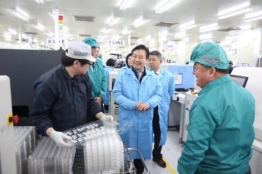 홍종학, 설 중기 민심 잡기 '총력전'…청년부터 시장상인‧중소기업인까지 일일이 찾다