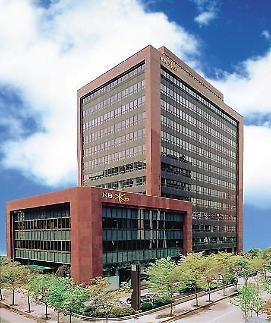 KB금융 2년 연속 순익 3조 돌파...은행·카드 방긋 증권·보험 울상