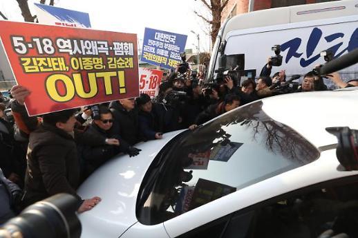 [포토] 김진태 가로막는 5·18 유공자
