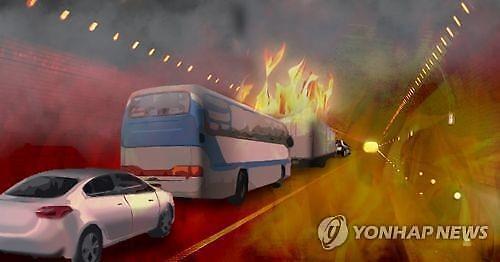 죽령터널사고, 25t 화물차 전소…인명피해는 없어