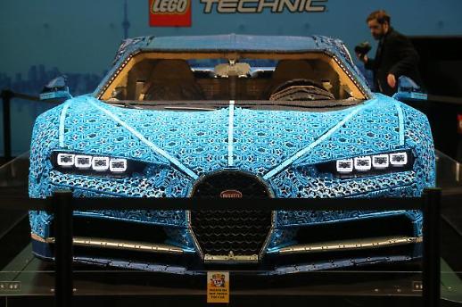 [광화문갤러리] 레고 블록으로 만들어진 슈퍼카 부가티 시론, 이게 움직인다고??