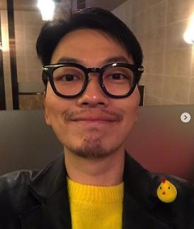 극한직업 이동휘, 치킨 브로치와 함께한 근황 셀피 무대인사 화이팅