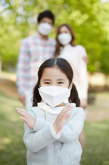 미세먼지 나쁨…미세먼지 마스크 착용 필수