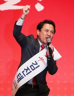 한국당 전당대회 태극기 부대 유입에 옥신각신