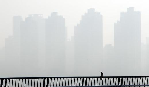[오늘날씨] 미세먼지 매우나쁨…낮 기온 평년보다 3~7도↑